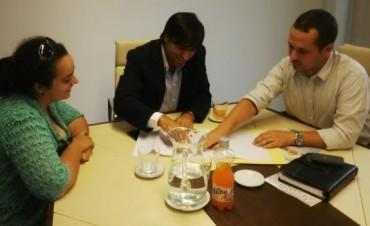 Las Parejas: Firmarán escrituras para barrio de 194 viviendas