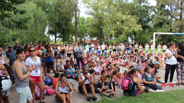 500 chicos en colonias públicas
