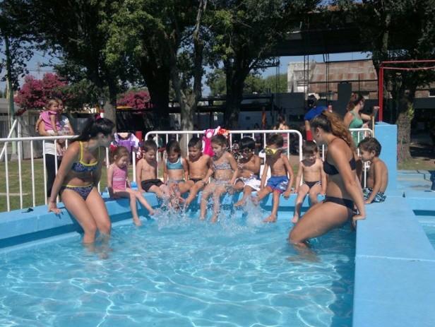 Bustinza: Clases de natación para chicos