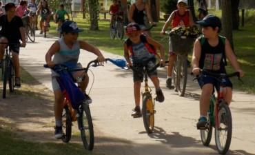 Correa: Bicicleteada en la Colonia de Verano