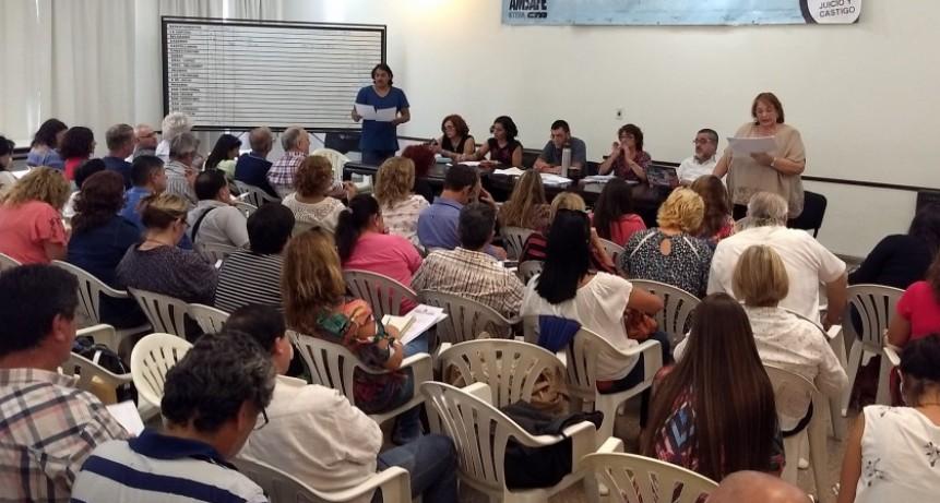 Con la votación de 30.136 docentes se aprobó un plan de lucha