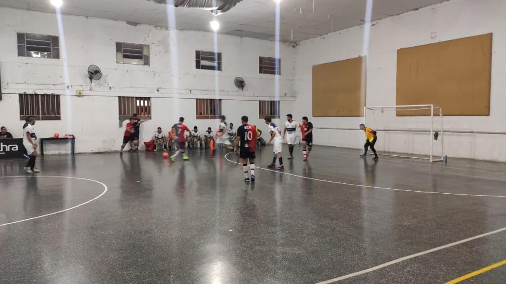 ADEO pasó a seminifales del Futsal