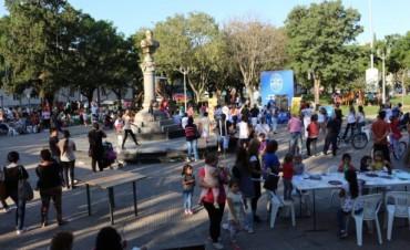 Las escuelas municipales se presentaron en la plaza San Martin