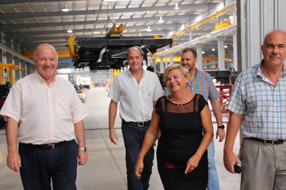 La intendenta recorrió la fábrica La Helvética en el Parque Industrial