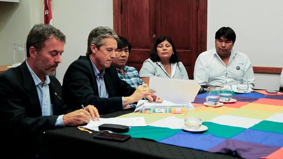 La provincia firmó un acuerdo de compromiso para garantizar agua potable a Comunidades Originarias