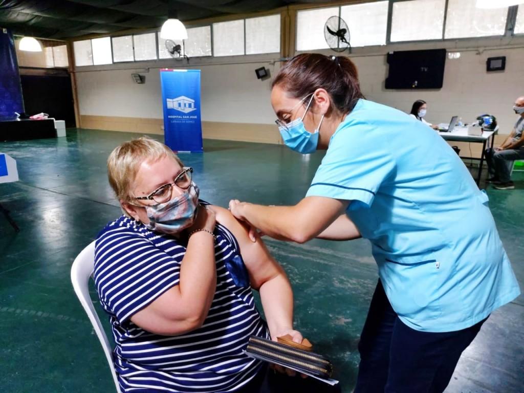 El miércoles continúa la vacunación a personal escolar