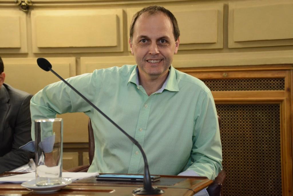 Rasetto habló de América y las presiones de la intendencia a las instituciones