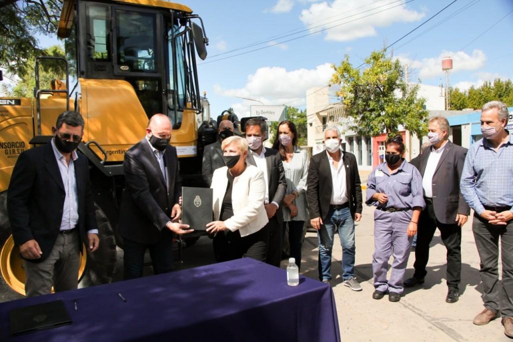 Clérici firmó convenio para nueva inversión en gestión integral de residuos sólidos urbanos