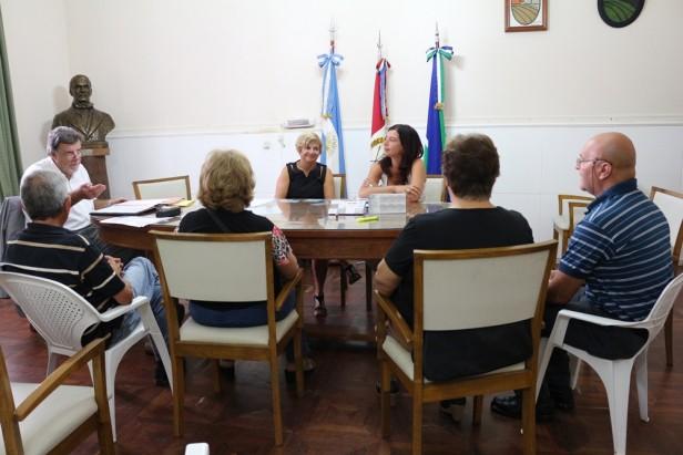 Dos familias ya poseen sus escrituras del barrio Cañada II