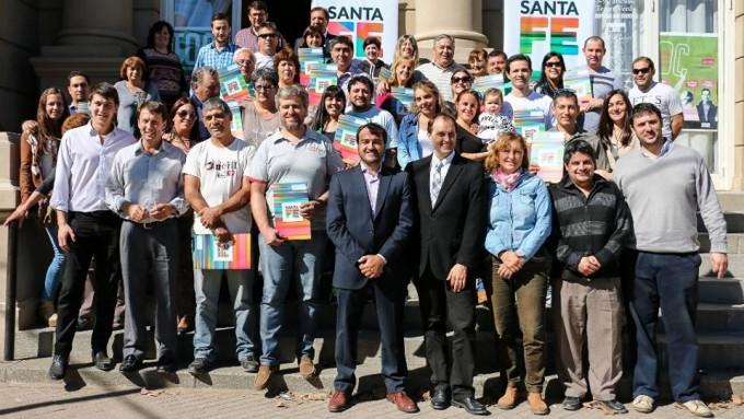 Entregaron 20 escrituras a familias de Cañada Gómez, Totoras y Correa