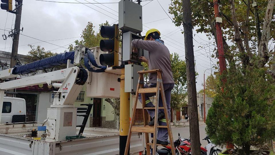 El Municipio instala nuevos semáforos LED