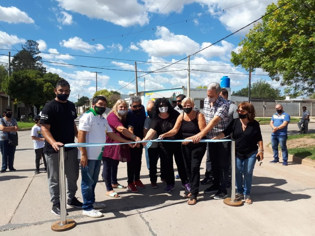 Clérici y Casalegno junto a vecinos inauguraron nuevos pavimentos en zona Sur