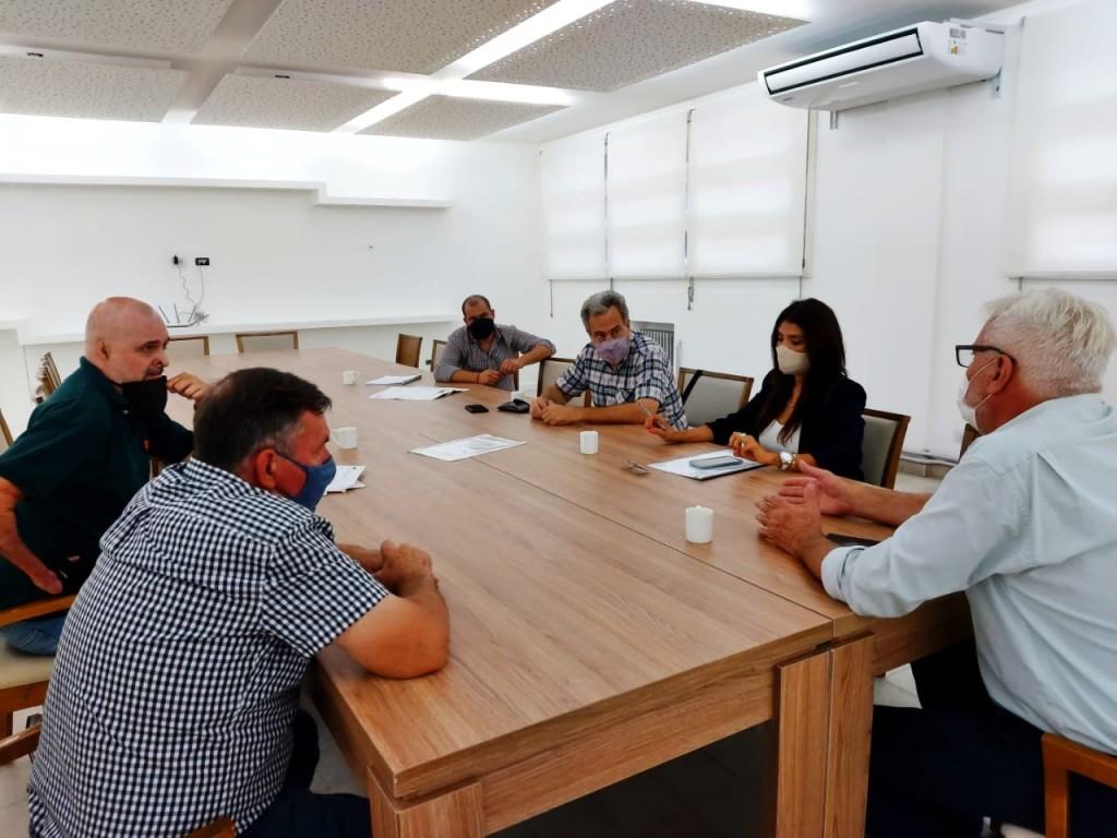 Reunión de autoridades municipales con prestadores de servicios al agro