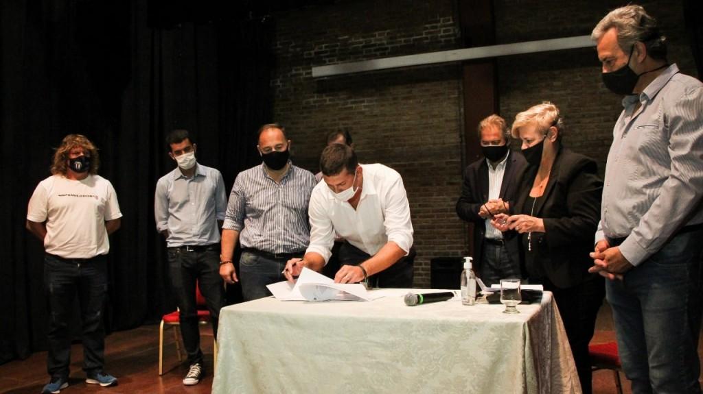 Clérici junto a Capitani y Mirabella entregó aportes a clubes dentro del Plan Incluir
