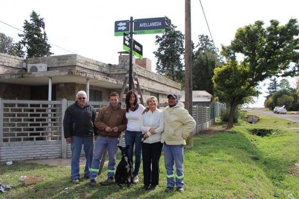 El municipio coloca nomencladores en Barrio Las Piletas