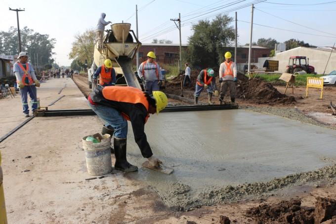 Trabajos de pavimento en Capdevila al 1200