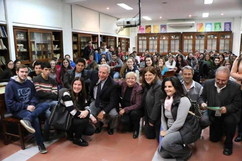 Reunión entre la intendenta, alumnos y autoridades de la Extención Universitaria de Ciencias Económicas