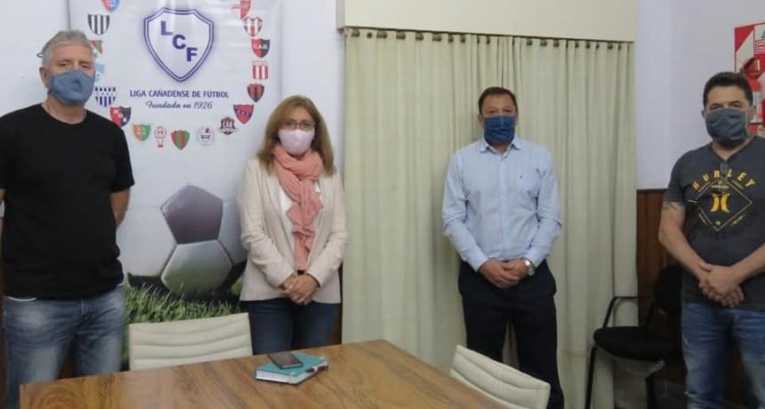 Giaccone se reunión con los representantes del futbol regional en la Liga Cañadense