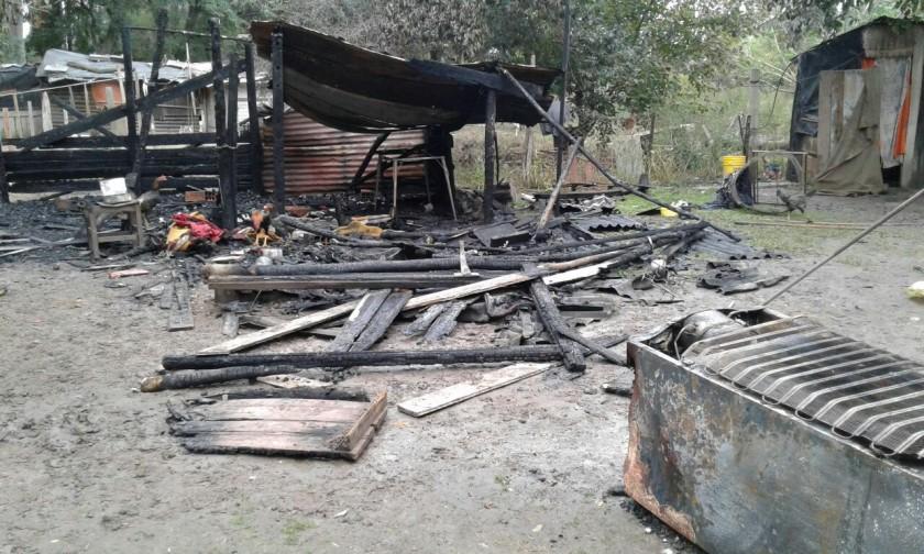 En Oliveros incendiaron una casilla