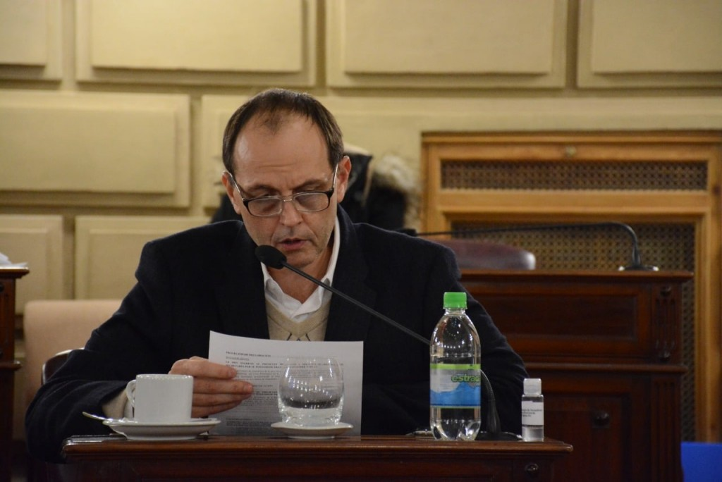 Media sanción a proyecto que regula pase a planta de personal en Municipios y Comunas