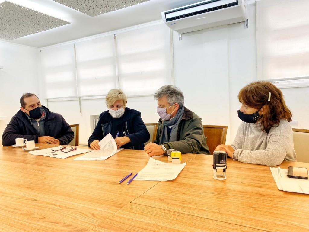 El Municipio firma convenio para nuevas cuadras de pavimento