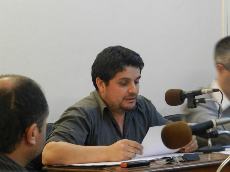 Mauroni: Mientras los vecinos viven en el barro, el Municipio destina fondos para obras de arte