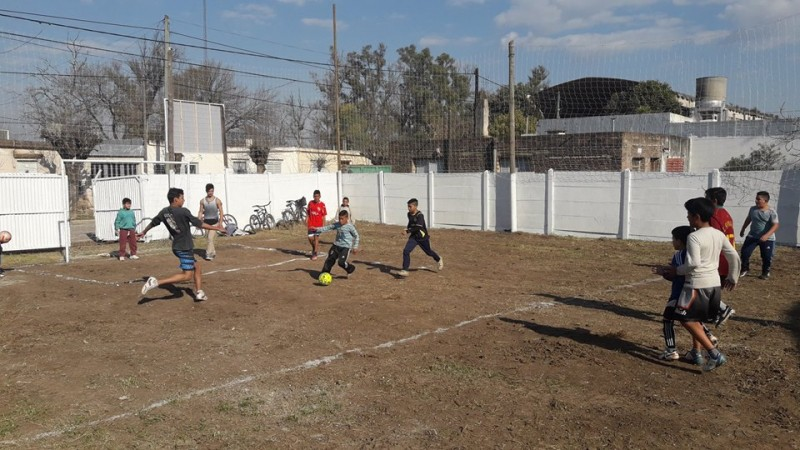 La vecinal 17 de agosto y el Municipio inauguraron cancha de fútbol