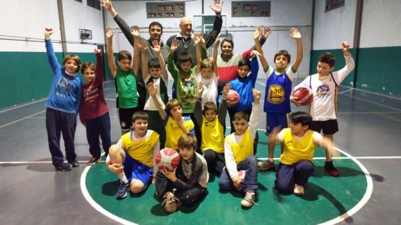 Chale y Mauroni entregaron elementos deportivos