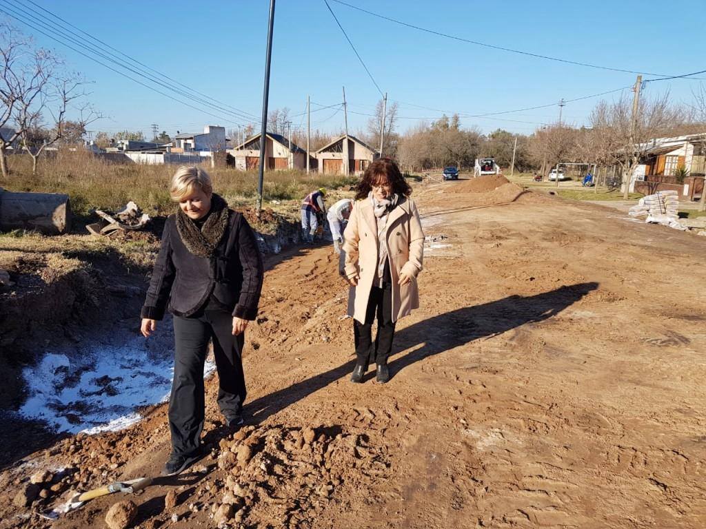 El municipio continúa trabajando en un nuevo frente de pavimento