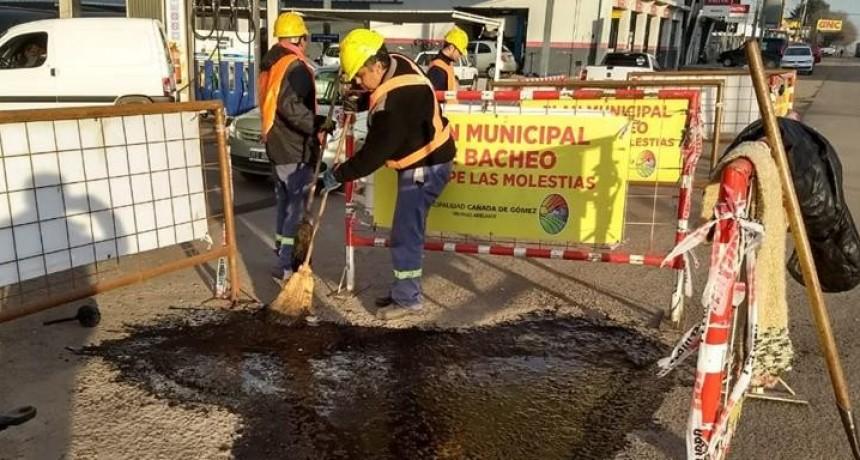 El Municipio continua con trabajos de bacheo