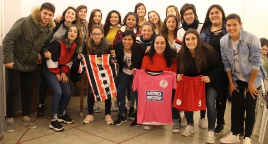 Respaldo del Municipio al fútbol femenino de ADEO