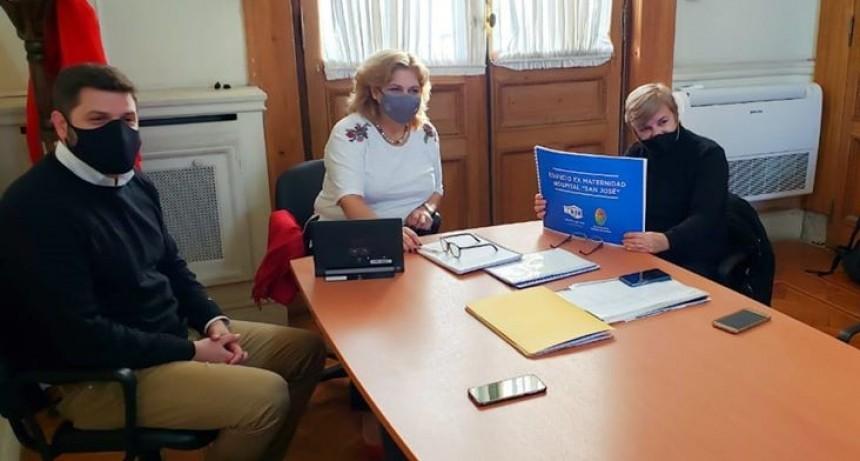 IMPORTANTE REUNIÓN DE LA INTENDENTA Y EL DIRECTOR DEL HOSPITAL CON LA MINISTRA DE SALUD