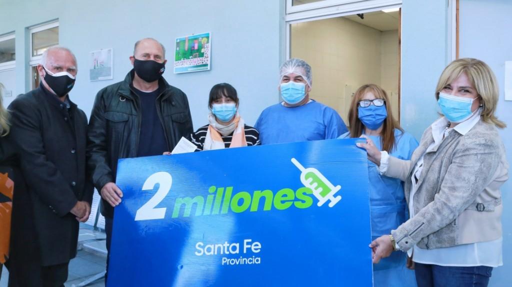 En la provincia ya se vacunaron contra el Covid-19 dos millones de santafesinos y santafesinas con primeras dosis
