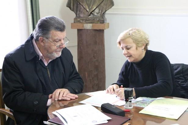 La intendenta firmó una nueva escritura del plan Mi Lote I