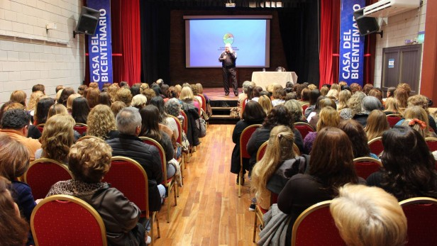 Gran convocatoria para la charla del Dr. Roberto D'Ovidio