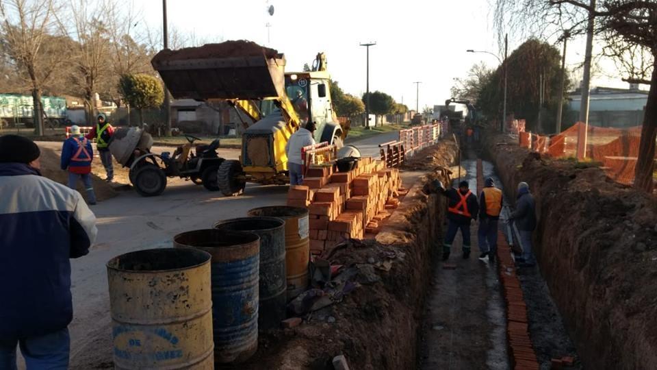Trabajos hídricos en calle Moreno
