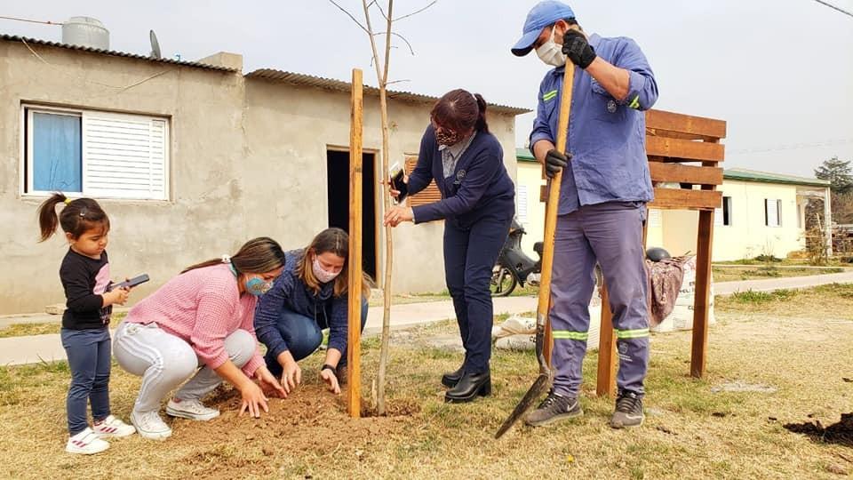 ACTIVIDADES DEL MUNICIPIO JUNTO A INSTITUCIONES EN EL DÍA NACIONAL DEL ÁRBOL
