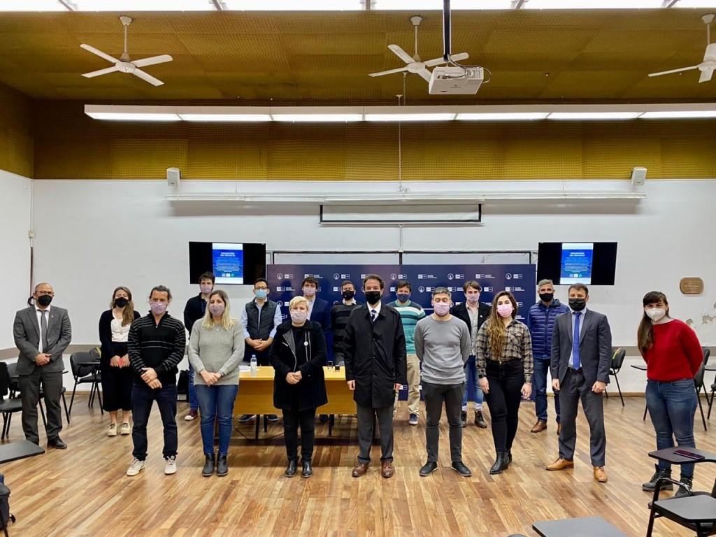Clérici firmó convenio con área de vinculación social y tecnológica de la Facultad de Derecho UNR