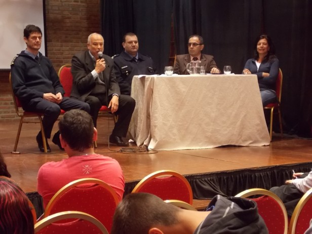 Más de 60 jóvenes participaron de la charla del ISP