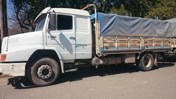 Salto Grande: Dos camioneros demorados