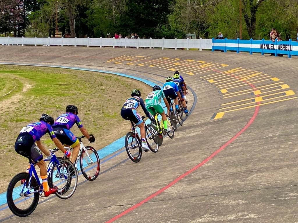 Ciclismo en el velódromo del Parque Municipal