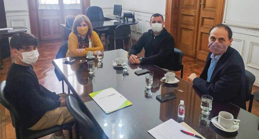 Rasetto repasó necesidades edilicias de Iriondo junto a la ministra de Educación Adriana Cantero