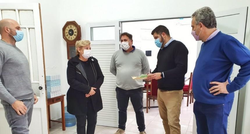 La intendenta y el presidente del Concejo entregaron aporte económico al Hospital