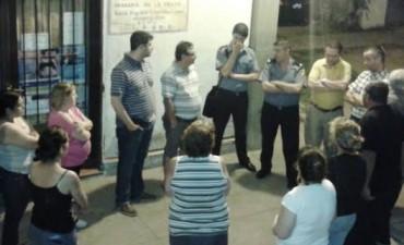 Reunión por temas de inseguridad en el barrio FONAVI