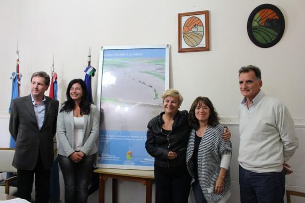 La intendenta firmó el acta de recepción final de la obra del arroyo