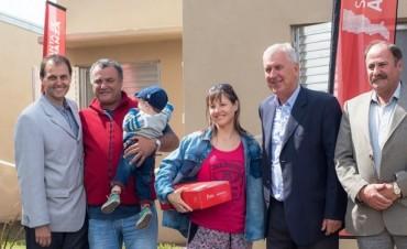 La provincia inauguró 10 viviendas en Villa Eloísa