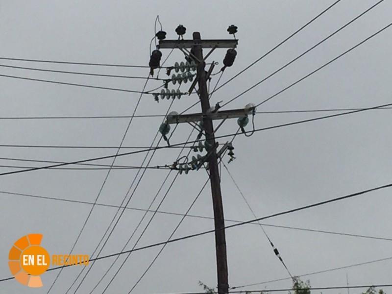 Piden control sobre postes y cableado en toda la ciudad