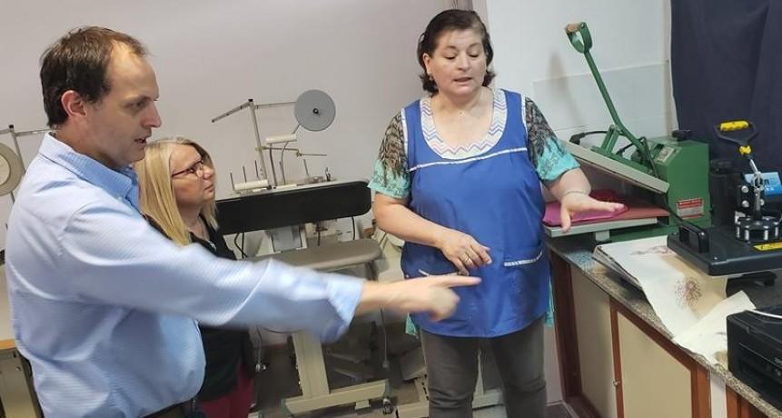 Rasetto entrego una sublimadora a la escuela Paula Albarracín