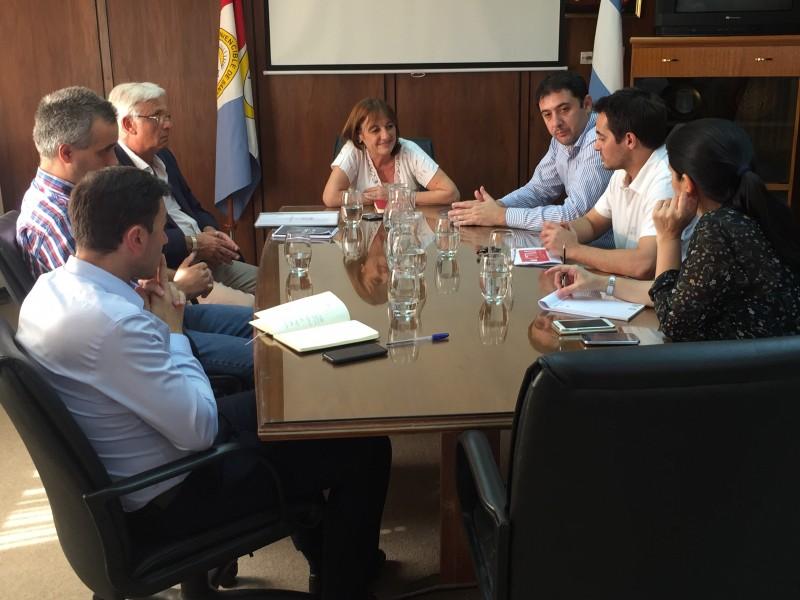 Importante reunión entre la ministra de producción, la cámara de la madera y concejales
