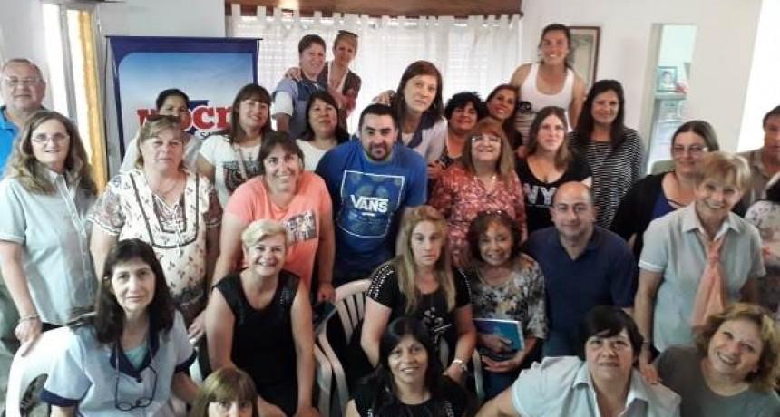 La Intendencia de Cañada de Gomez regalo agendas a todos los afiliados de UPCN en su día